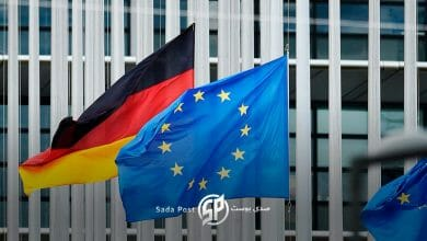 صورة مسؤول ألماني يطمئن اللاجئين السوريين!